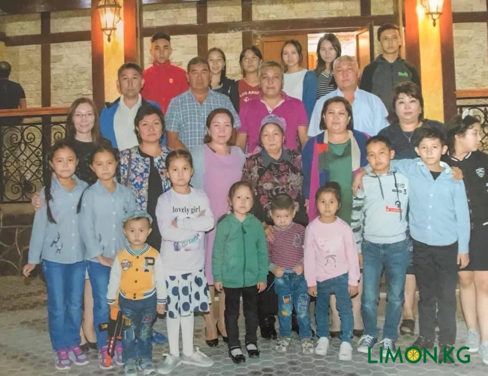Алия и ее семья, 2 брата, 2 сестры, 17 племяшек