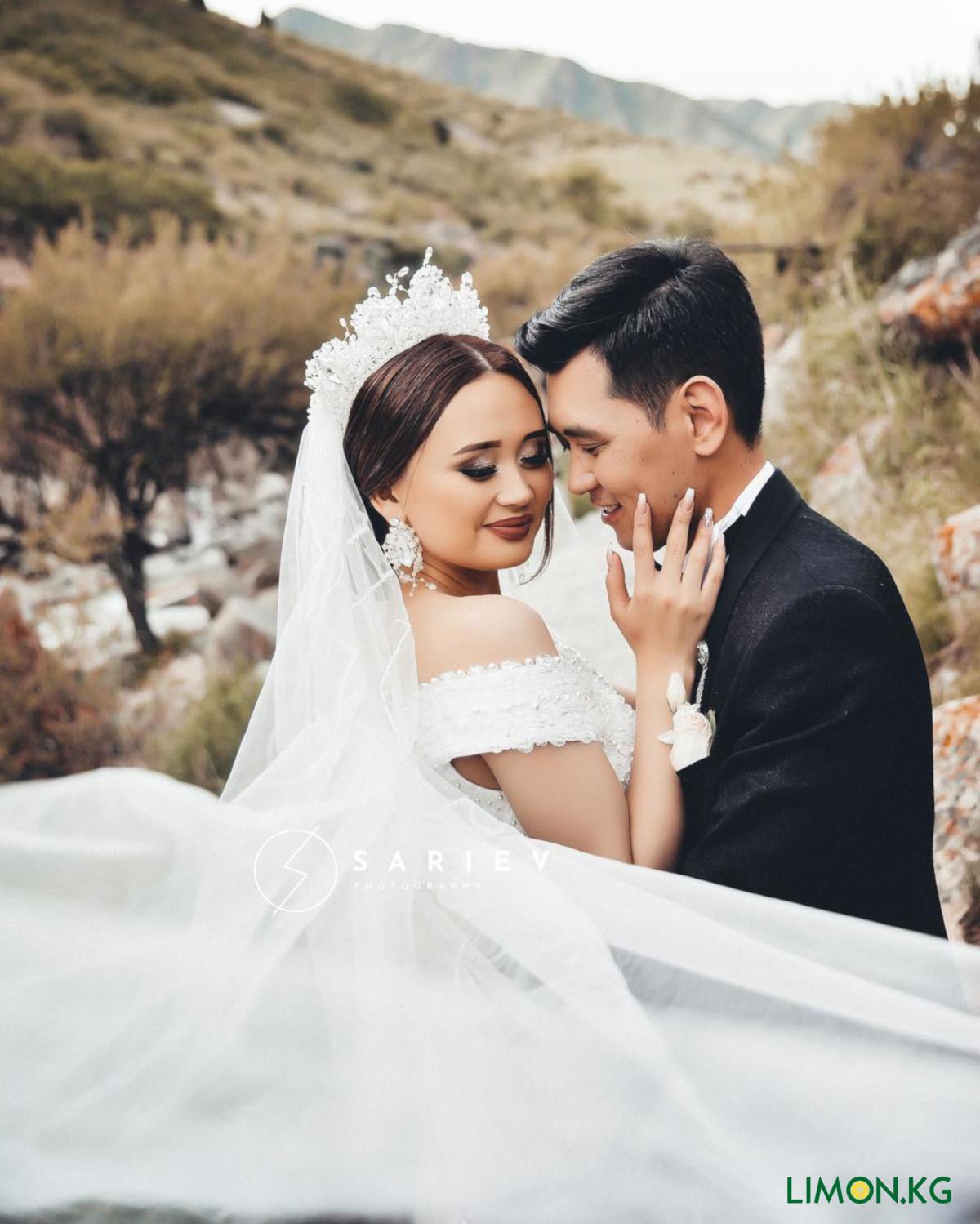 08bfa4659857248 20 июня танцор Макс Токтоналиев, снимавшийся в клипах местных исполнителей,  женился на танцовщице по имени Азада. Напомним, что Макс сделал предложение  руки ...