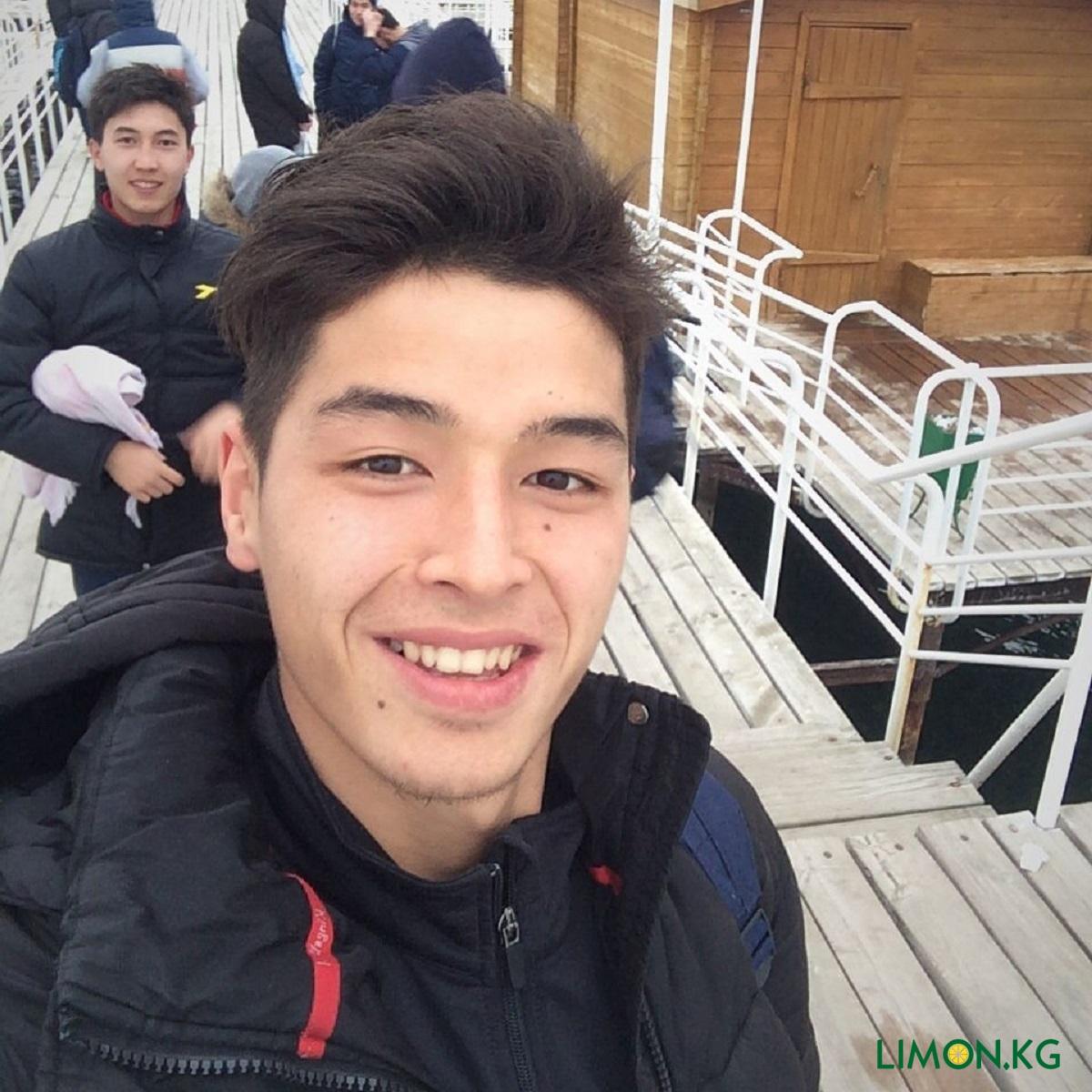 Манас Карипов