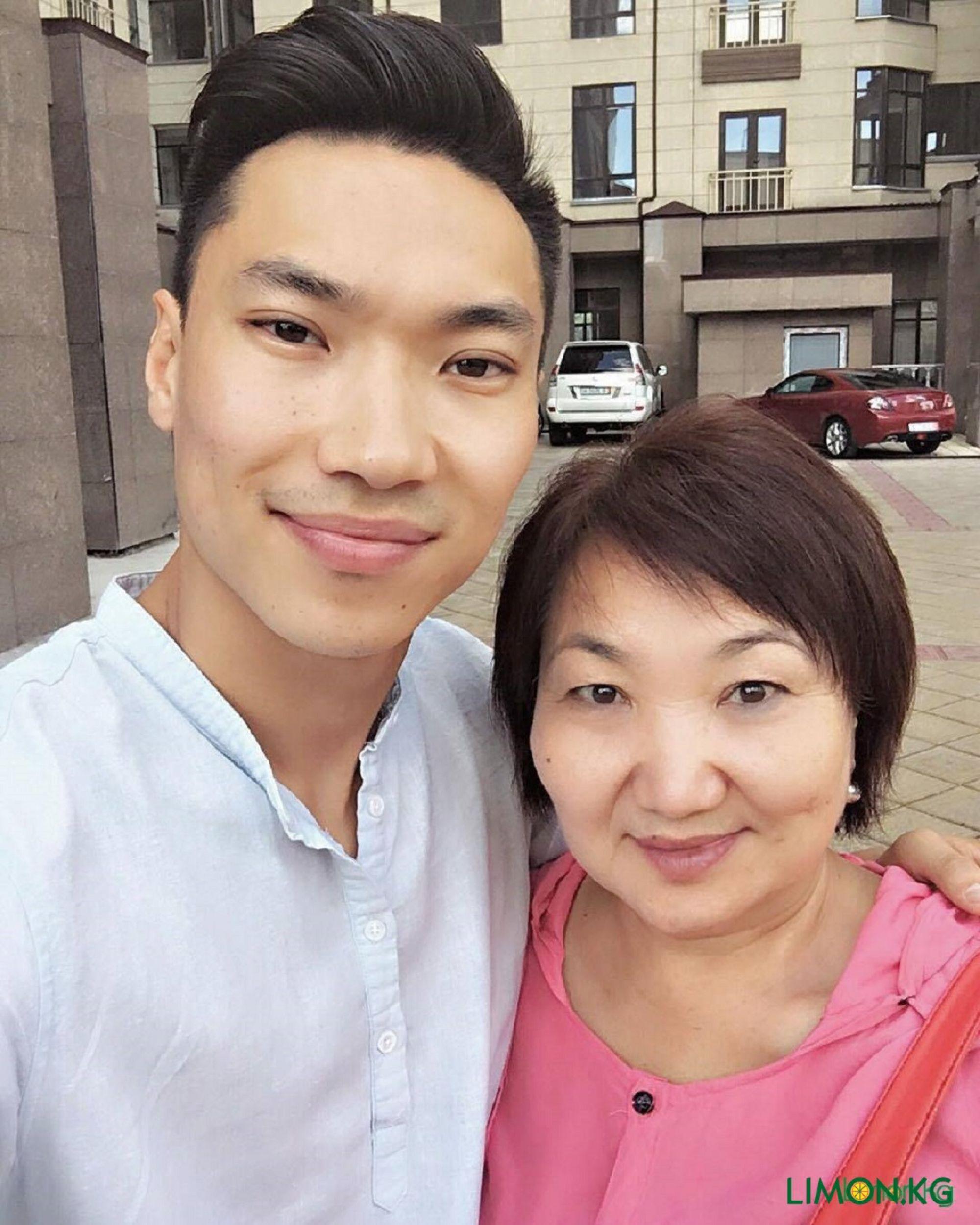 Максат с мамой