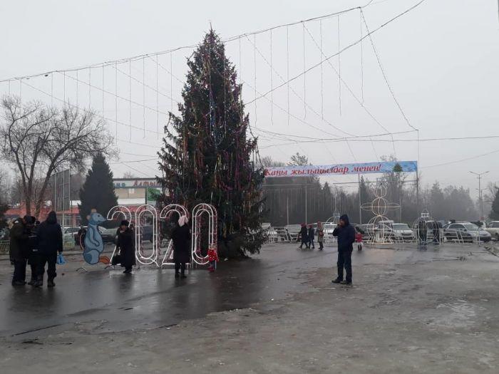 Новогодняя елка в Аксыйском районе
