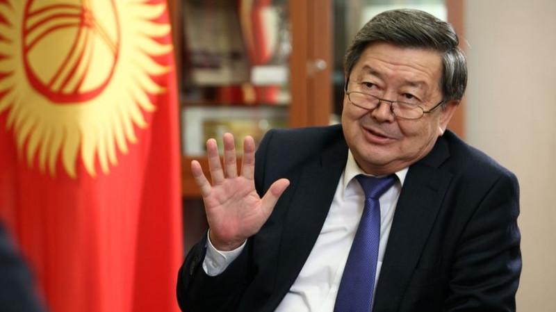 На заседание депутатской комиссии по ТЭЦ Бишкека пришел экс-премьер Ж.Сатыбалдиев