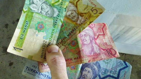 Курс доллара на «черном рынке» в Туркменистане немного снизился