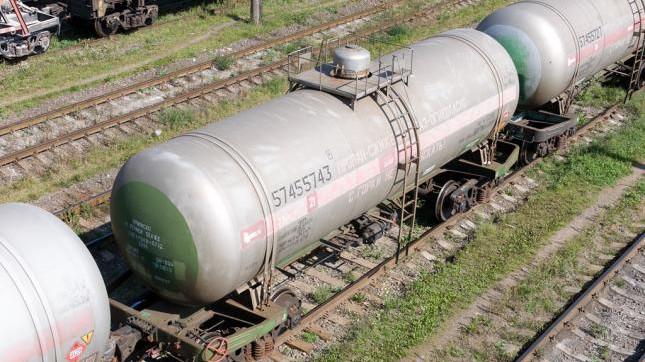 Прибыли первые цистерны с дизтопливом из России в Ошскую область с назначением на станцию Жалал-Абад, -  Минтранс