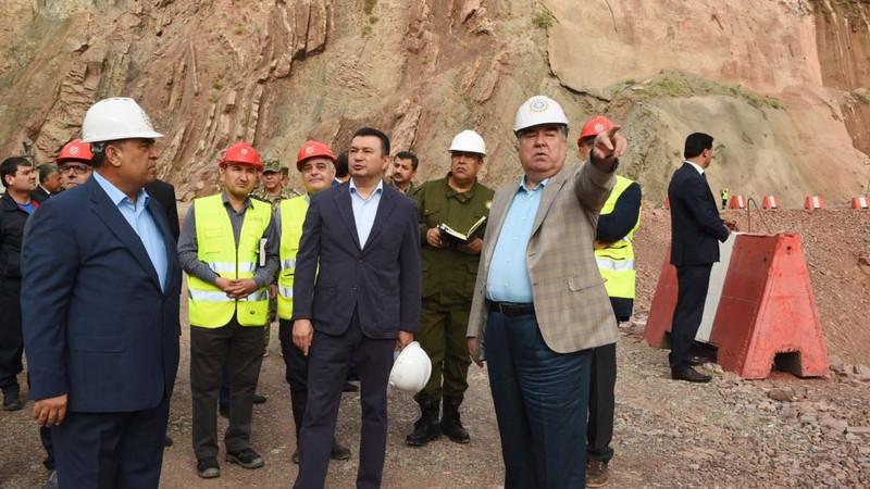 Президент Таджикистана ознакомился с ходом строительства Рогунской ГЭС