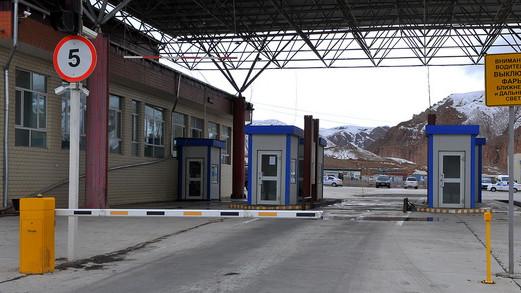 ГТС задержала на границе «Иркештам» незадекларированное женское белье на 3 млн сомов