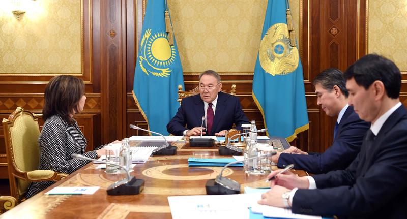 Назарбаев поручил с 2019 года повысить в Казахстане пенсии на 7%, пособия – на 5%